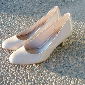 Life Stride Cream Colored Heels